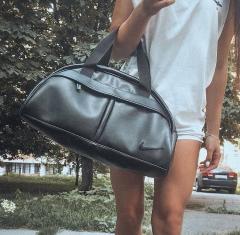 Спортивная женская сумка в стиле Nike черная