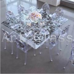 Furniture from glass according to individual sketches