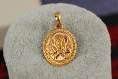 Ладанка Xuping Jewelry круглая дева Мария 2 см