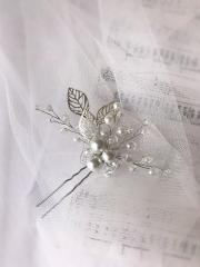 Шпилька для волос молочного цвета свадебное