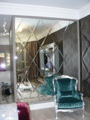 Украшение интерьера зеркальным панно на заказ с