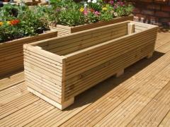 Деревянная клумба-ящик для цветов