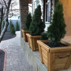 Деревянный садовый ящик