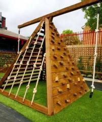 Игровая пирамида из дерева (с канатами)