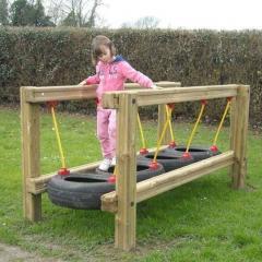 Подвесной игровой мост (дерево, шины)