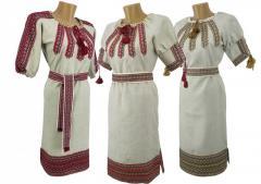 Украинское вышитое платье изо льна средней длины в