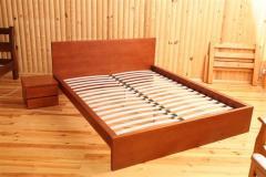 Кровать и тумбочка натуральное дерево массив