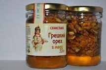 Walnut in honey, 320 g.