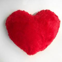 Подушка декоративная большое красное сердце