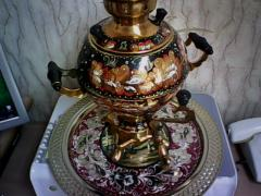 Samovar electric 3-liter and a tray with a list.