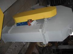 The conveyor kovshovy with a shevronny tape a
