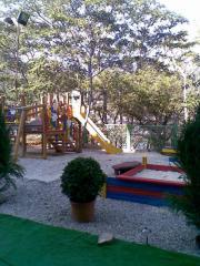 Детская площадка на территории отеля, песочница,
