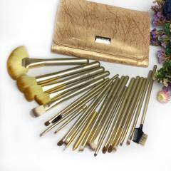 Набор кистей из 22 инструментов в золотом футляре