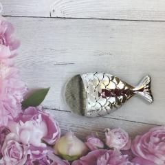 Кисть для макияжа рыбка золотистая скошенная