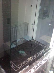 Glass shower cabins, production of shower cabins