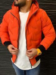 Оранжевая мужская куртка