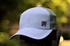 Бежево-белая мужская кепка Fila