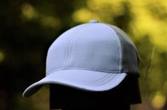 Бежево-белая мужская кепка