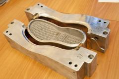 Прес-форми для виготовлення взуттєвих підошов