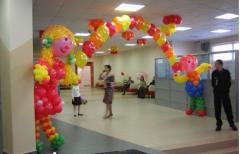 Оформление воздушными шарами школ, магазинов и