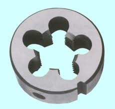 Dies round for cutting of a pipe cylindrical,