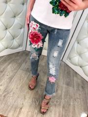 Модные женские короткие джинсы с объемной вышивкой