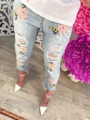 Стильные короткие женские джинсы с вышивкой и