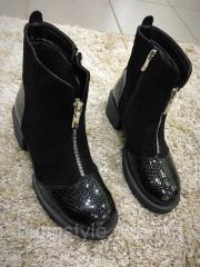 Стильные женские замшевые ботинки черные на байке,