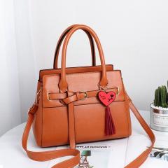 Качественная сумка женская с брелочком в...