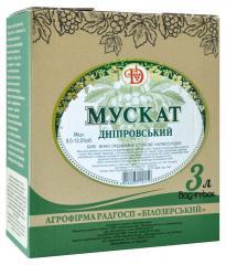 """Вино  полусладкое""""Мускат Днепровский""""  белое 3л."""