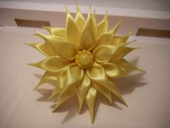 Chrysanthemum in style of a kanzasha on an elastic