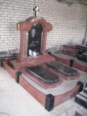Пам'ятники, надгробки, постаменти