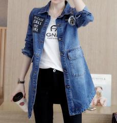 Женская удлиненная джинсовая куртка застегивается