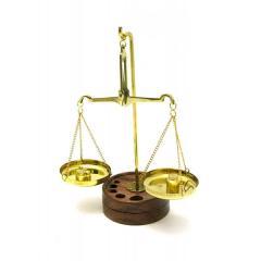 Весы бронзовые на деревянной подставке 17х6.5х11