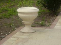 Vases are garden, vases park