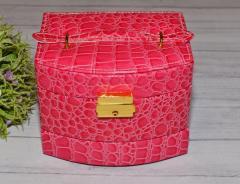 Розовая шкатулка для бижутерии