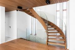 Лестница со стеклянным ограждением винтовая