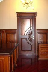 Деревянные резные двери из массива ясеня.