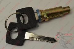 Личинка замка с ключем правой/ левой двери