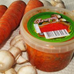 Шампиньоны маринованные с морковью 500 гр.
