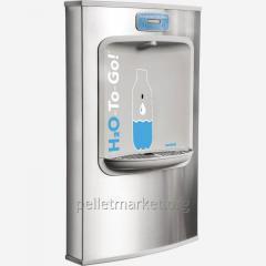 Станция наполнения бутылок питьевой водой...