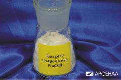 El hidroóxido del sodio (la sosa cáustico) por los