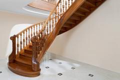 Лестница поворотная классическая