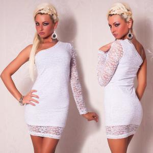 Белое гипюровое платье с ассиметричным рукавом