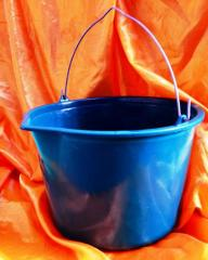Bucket of 10 liters with a measured scale and a