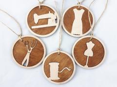 Тематические деревянные именные новогодние игрушки