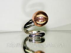 Стильное кольцо из серебра с позолотой и