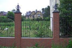 Заборы, изгороди, оградки металлические