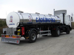 Semi-trailer tank food (milk tanker)