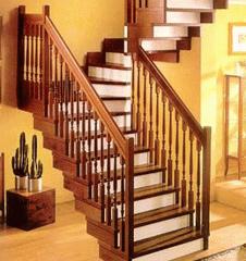 Лестницы деревянные на косоурах (несущий поручень)